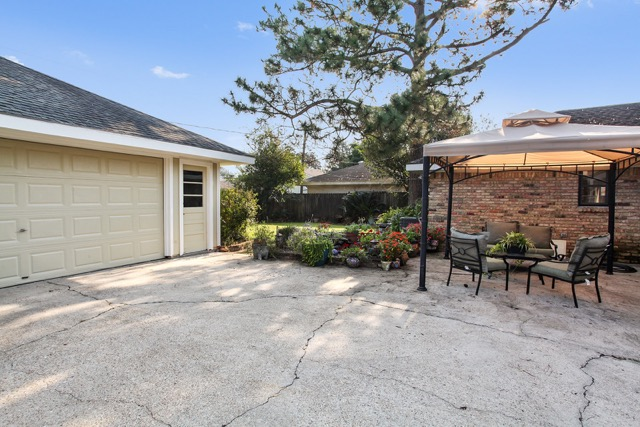 Garage, Water Feature, and Yard