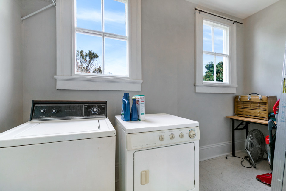 16 - Large Laundry Room