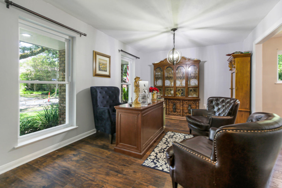 4 - Living Room, Light & Spacious
