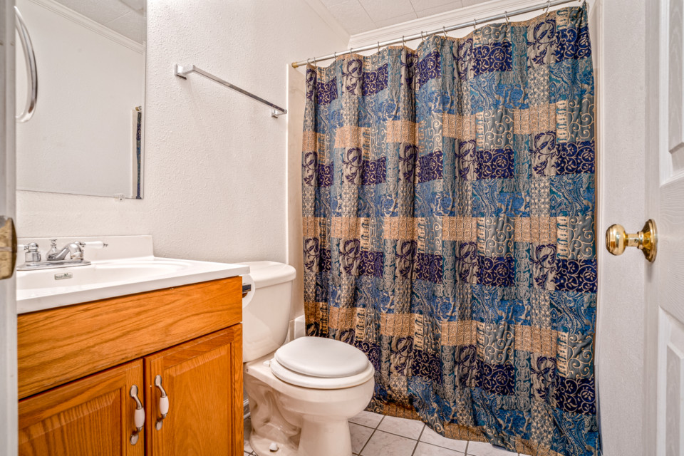 7 - Full Bathroom