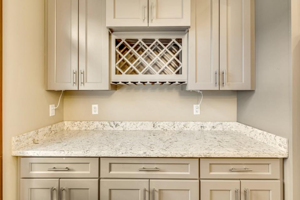 6 - Kitchen counter