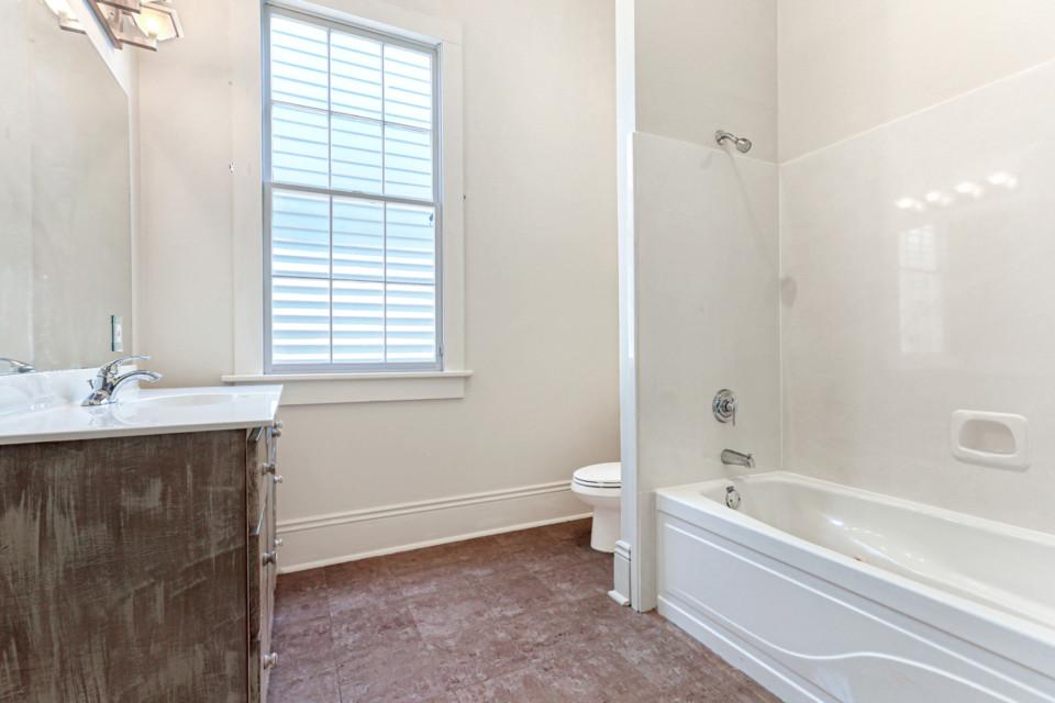 4 - Full Bathroom
